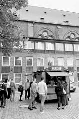 Wochenmarkt bei der Sankt Katharinenkirche im  Hamburger Stadtteil Altstadt.