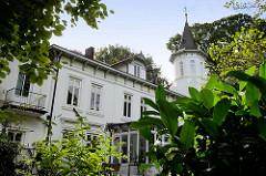 Denkmalgeschützte Architektur im Hamburger Stadtteil Sasel - historisches Gutshaus am Pfeilshof, erbaut um 1880.