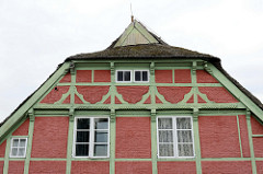 Historische Kate am Tatenberger Deich, Baudenkmal im Hamburger Stadtteil Tatenberg aus dem 17. Jahrhundert.