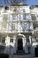 Etagenhaus in der Hartungsstraße im Hamburger Stadtteil Rotherbaum. Das unter Denkmalschutz stehende Gebäude wurde 1895 errichtet, Architekt Heinrich Kaune.