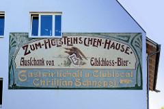 Historische Fassadenwerbung für die Gastwirtschaft u. Clublocal Christian Schnepel in Hamburg Nienstedten - zum Holsteinschen-Hause, Ausschank von Elbschloss-Bier.