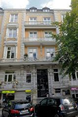 Etagenhaus / Wohnhaus, Geschäftshaus in der Papenhuder Straße von Hamburg Uhlenhorst; erbaut 1896 - Architekt  Karl Elvers.