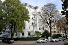 Kulturdenkmale in der Hansestadt Hamburg, denkmalgeschütztes Etagenhaus im Uhlenhorster Weg im Stadtteil Uhlenhorst. Jugendstilarchitektur, errichtet um 1909, Architekt J. Kruse.