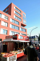 Wochenmarkt am Hartzloh m Hamburger Stadtteil Barmbek Nord.