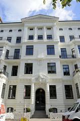 Etagenhaus im Hamburger Stadtteil Uhlenhorst, Schwanenwik - errichtet um 1890; das Gebäude steht unter Denkmalschutz.