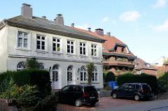 Villa in der Bahnhofstraße von Pinneberg, das 1853 errichtete Doppelhaus steht als Baudenkmal unter Denkmalschutz.