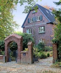 Einfamilienhaus / denkmalgeschütztes Wohnhaus in der Baron Vogt Straße; errichtet 1912 - Architekten Liebel & Klaus.