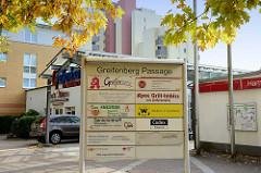 Einkaufspassage in der Greifenberger Straße im Hamburger Stadtteil Rahlstedt.