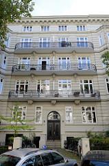 Etagenhaus in der Hartungsstraße im Hamburger Stadtteil Rotherbaum. Das unter Denkmalschutz stehende Gebäude wurde 1894 errichtet, Architekt Edgar Foßhag.