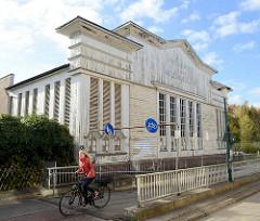 Expressionistische Holzfassade eines Lagergebäudes im Rübekamp von Pinneberg; das Baudenkmal wurde 1925 errichtet.
