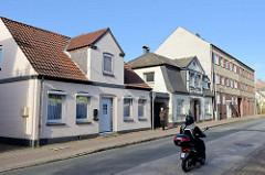 Wohnhäuser / Einzelhäuser sowie Wohnblock in der Schauenburgerstraße von Pinneberg.