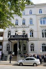 Etagenhaus im Hamburger Stadtteil Uhlenhorst, Schwanenwik - errichtet um 1865; das Gebäude steht unter Denkmalschutz und wird als Hamburger Literaturhaus genutzt.