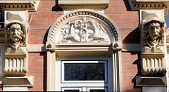 Fassade mit aufwändigen Stuckdekor  in der Kanzleistraße im Hamburger Stadtteil Nienstedten.
