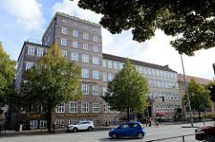 Gebäude vom ehemaligen Hamoniabad am Lerchenfeld im Hamburger Stadtteil Uhlenhorst, das Gebäude wurde 1928 nach Plänen von Carl Feindt errichtet; heute  wird das Gebäude als medizinisches Versorgungszentrum genutzt.