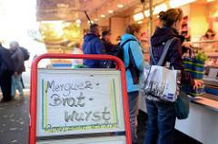 Wochenmarkt am Immenhof im Hamburger Stadtteil Uhlenhorst.
