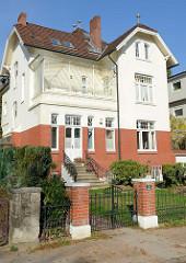 Jugendstilarchitektur in Hamburg Groß Flottbek; Wohnhaus im Mühlenhoffweg. Das Gebäude steht als Kulturdenkmal Hamburgs unter Denkmalschutz.