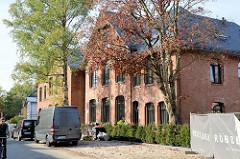 Ehemalige Volksschule im Hamburger Stadtteil  Groß Flottbek, erbaut 1874 - das Gebäude in der Straße Röbbek steht unter Denkmalschutz und wird als Wohnraum neu genutzt.