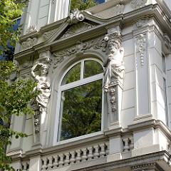 Historisches Etagenhaus in der Papenhuder Straße von Hamburg Uhlenhorst, erbaut 1896.
