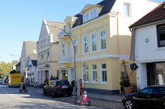 Wohn- und Geschäftshäuser am Nienstedtener Marktplatz / Geschäftsstraße  im Hamburger Stadtteil Nienstedten.