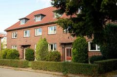 Wohnbebauung  am Rosenhof in Pinneberg, zweigeschossige Backsteinbauten - errichtet 1937. Die bauliche Anlage steht als Kulturdenkmal der Stadt unter Denkmalschutz.