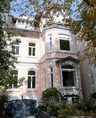 Villa in der Auguststraße im Hamburger Stadtteil Uhlenhorst; das denkmalgeschützte Wohnhaus wurde um 1870 errichtet.