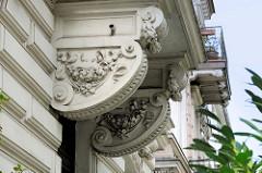 Architekturdetails, Fassaden von denkmalgeschützten Gebäuden in Hamburg Uhlenhorst, Lerchenfeld.