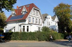Historische Architektur im Baustil der Gründerzeit - Villen / Wohnhäuser im Hamburger Stadtteil Groß Flottbek.