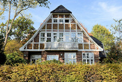 Denkmalgeschützte Architektur in Hamburg Groß Flottbek - Wohnhaus  / Landhaus Erlenhof im Papenkamp, erbaut 1907 - Architekten Raabe & Wöhlecke.
