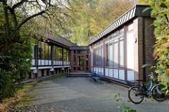 Moderne Architektur der 1970er Jahre  als Kulturdenkmal des Stadtteils Hamburg Groß Flottbek; Europa Kolleg, errichtet 1967 - Architekt Rudolf Lodders.