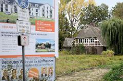 Neubaugebiet am Marschbahndamm in Hamburg Kirchwerder / Fünfhausen; eine alte ReetdachKate soll in die Anlage integriert werden