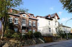 Historische Architektur in der Bahnhofstraße von Pinneberg; die Villa rechts wurde 1896 errichtet - Architekturbüro Schaar & Hintzpeter.