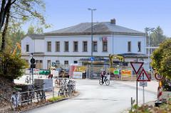 Bahnhofsgebäude / Empfangsgebäude am Bahnhof Pinneberg; Ursprungsbau von 1844 - Anbauten 1936. Das Gebäude steht als Kulturdenkmal unter Denkmalschutz.