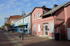 Wohnhäuser / Geschäftshäuser unterschiedlicher Baustile in der Straße Rübekamp von Pinneberg.