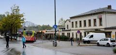 Bahnhofsgebäude / Empfangsgebäude am Bahnhof Pinneberg; Ursprungsbau von 1844 - Anbauten 1936. Das Gebäude steht als Kulturdenkmal unter Denkmalschutz. ( 2014 )