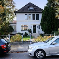 Kulturdenkmal im Hamburger Stadtteil Groß Flottbek - denkmalgeschütztes Einfamilienhaus in der Schoenaich-Carolath-Straße; erbaut 1928 - Architekt Emil Hatje.