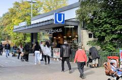 Eingang der U-Bahn-Station Hamburg Berne am Berner Heerweg.
