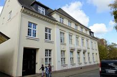 Gebäude der ehemaligen  Kreissparkasse in der Lindenstraße von Pinneberg, errichtet 1919 - Architekt Johann Theede.   Das Gebäude steht als Kulturdenkmal der Stadt Pinneberg unter Denkmalschutz.