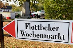 Hinweisschild zum Flottbeker Wochenmarkt an der Groß Flottbekerstraße / Osdorfer Landstraße im Hamburger Stadtteil Groß Flottbek.