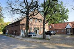Wohnwirtschaftsgebäude im Hamburger Stadtteil Groß Flottbek, errichtet um 1886; das Gebäude steht als Kulturdenkmal Hamburgs unter Denkmalschutz und wird als Arztpraxis genutzt.
