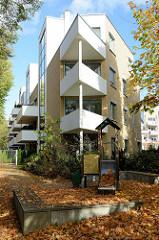 Neubauten an der Moltkestraße in Pinneberg, spitz zulaufende Eckbalkons.