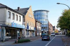 Unterschiedliche Baustile in der Straße Rübekamp in Pinneberg.