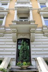 Kulturdenkmäler der Hansestadt Hamburg, denkmalgeschütztes Etagenhaus im Stadtteil Uhlenhorst, Lerchenfeld. Das Gebäude wurde 1893 errichtet, Architekt Edgar Foßhag.