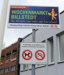 Hinweisschild vom Bezirksamt Hamburg-Mitte auf dem Wochenmarkt in Hamburg Billstedt.
