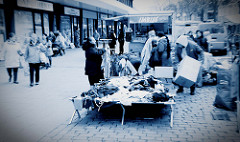 Wochenmarkt in der Fussgängerzone der Möllner Landstraße im Hamburger Stadtteil Billstedt.