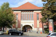Empfangsgebäude  vom  U-Bahnhof Mundsburg im Hamburger Stadtteil Uhlenhorst, errichtet 1912 im Stil der Reformarchitektur; Architekten Raabe & Wöhlecke.