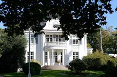 Denkmalgeschützte Villa in der Elbchaussee  von Hamburg Nienstedten, erbaut 1914 - Architekten Wrage und Holzapfel.