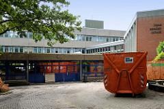 Teilabriss der Irena Sendler Schule im Hamburger Stadtteil Wellingsbüttel.