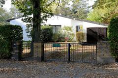 Wohnhaus / Bungalow in der Baron Vogt Straße von Hamburg Groß Flottbek; errichtet 1956 - Architekt Ferdinand Streb.