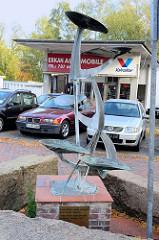 Kunst im öffentlichen Raum,  Metallskulptur / Brunnen in der Dingstätte von Pinneberg.