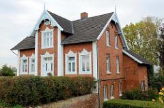 Einzelhaus, errichtet um die Jahrhundertwende  im Eichholzfelder Deich von Hamburg Ochsenwerder.